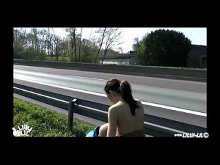 सार्वजनिक कमबख्त जर्मन राजमार्ग पर अगले (कट्टर सार्वजनिक)