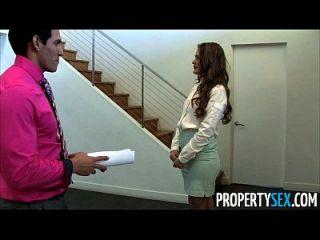 propertysex abby क्रॉस एक गंदा अचल संपत्ति एजेंट कमबख्त ग्राहक है