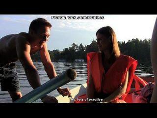 नाव में तीन पुरुष (एक लड़की को लेने के लिए कुछ नहीं कहना) दृश्य 1