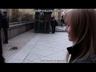 शौचालय में मुंह और गधा में महिला बकवास