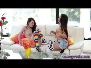 लेस्बियन किशोर माशी क्रॉस और लोला फॉक्सक्स एक साथ संभोग