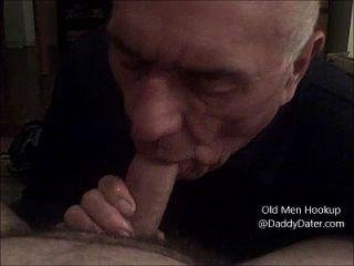 दादाजी चांदी के डंडे बिना खड़े मुर्गा से सह निगल और मेरे पैर की उंगलियों licks