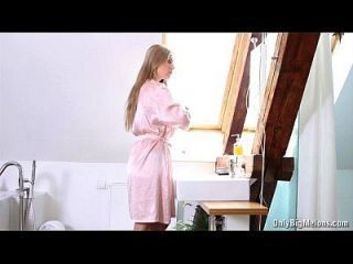 busty कैरोल बाथरूम धार