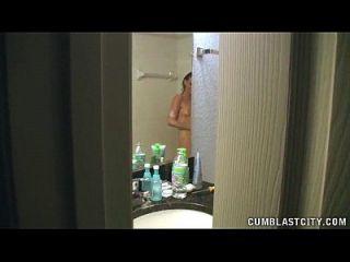 बाथरूम में बड़ा cumshot