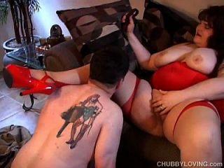 लाल में बड़ी सुंदर महिला औरत बकवास करने के लिए प्यार करता है