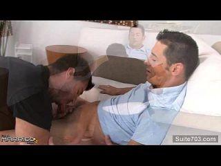 मोटे विवाहित पुरुष एक समलैंगिक द्वारा गड़बड़ हो जाता है