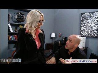 सेक्सी गोरा एम्मा स्टार्टर कार्यालय में पकड़ा जाता है