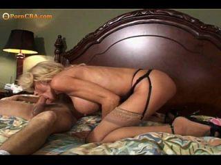 omg, बड़े स्तन दादी वास्तव में प्यार करता है जब यह दर्द होता है