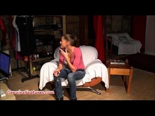 शौकिया लड़की कास्टिंग में बिल्ली और boobies से पता चलता है