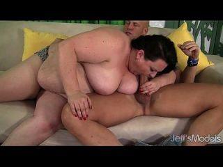 जोना roxxx उसे मोटा गधा fucked हो जाता है