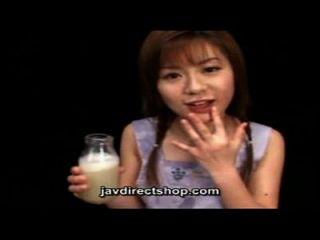 एशियाई सह के एक बोतल पीने