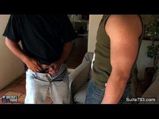 सेक्सी समलैंगिकों उनके बड़े लंड चूसने