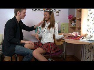 गांठदार कॉलेज लड़की उसे पहले गुदा मैथुन सत्र वीडियो में