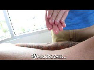 एचडी मैनोवैल twink सेक्सी टैटूएड आदमी द्वारा गड़बड़ हो