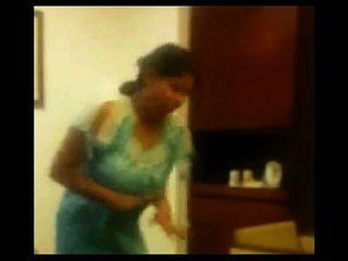 तमिल पत्नी सुमित्रा पति के लिए गर्म नृत्य