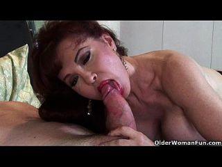 परिपक्व milf सेक्सी वैनेसा प्यार करता है उसके चेहरे पर सह
