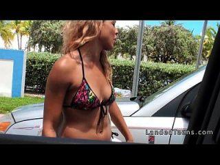 कार pov में टक्कर लगी टीन गोरा किशोरों