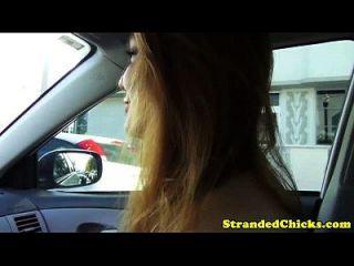 असहाय रेड इंडियन किशोर सेक्स के साथ ड्राइवर देता है