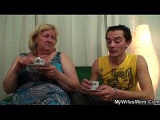 बड़ा बूढ़ा माँ लड़का कमबख्त कार्रवाई