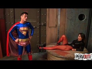 मोहक सुपरमैन enslaves