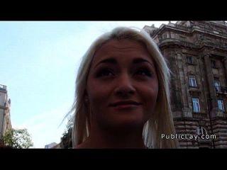गोरा रूसी नर्स चूसा और सार्वजनिक में गड़बड़
