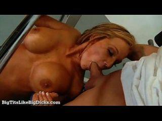 बड़े डिक्स की तरह बड़े स्तन: निकक्सी सेक्स x