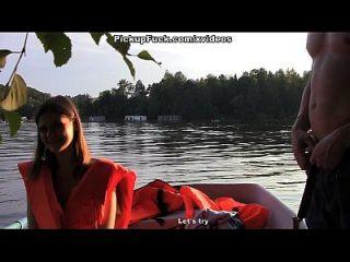 नौसेना में तीन व्यक्ति (एक लड़की को लेने के लिए कुछ नहीं कहना) दृश्य 3