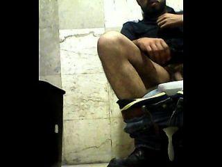 espiando en baños