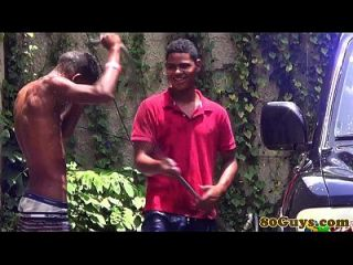 समलैंगिक अफ्रीकी twinks आउटडोर carwash में कमबख्त