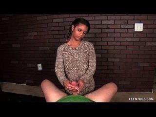 मिठाई किशोर लड़की पीओवी हाथ का काम