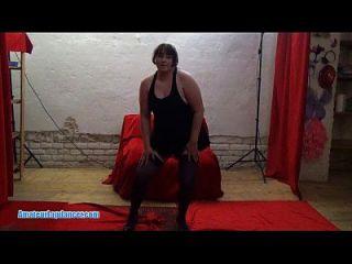 प्यारा BBW lapdance और blowjob के साथ एक सींग का आदमी teases