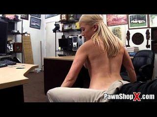 प्यारा गोरा w / मोटी पैर वसा गधा पट्टी नृत्य और अधिक pawnshopx.com पर