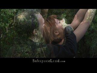 लोरा को झुकाव और गड़बड़ होने के लिए जंगल में रोका गया