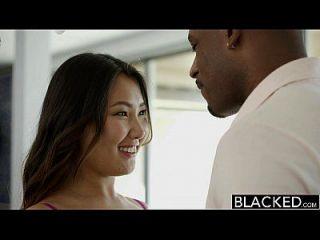 काले तंग एशियाई बेब जेड लुव बड़े काले मुर्गा पर चिल्लाती है