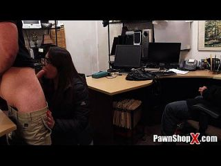 मोहरे की दुकान चोर कीमत का भुगतान करती है और उसके दोस्त इतना शर्मिंदा है pawnshopx.com