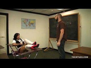 शिक्षिका शिक्षक से झटके
