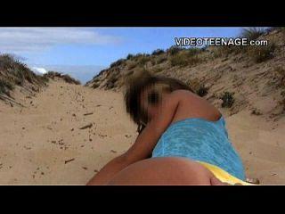सेक्सी किशोर समुद्र तट चमकती