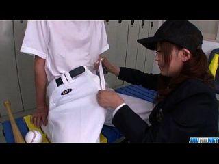 मीकाई एरी एशियाई छात्रा एक बड़ा डिक वार करती है