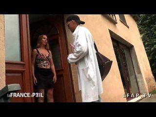 चिकित्सक sodomie s occupe डी une jeune demoiselle