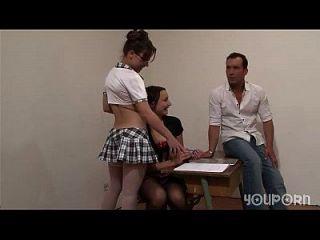 youporn 2 स्कूल लड़कियों को शिक्षक टेलसेव से निजी सबक मिलता है