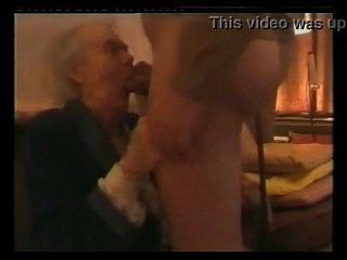 बहुत पुरानी नानी डिक डैडी चूसना