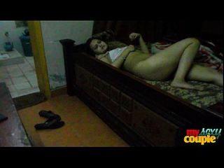 सोना भाभी भारतीय गृहिणी सेक्स के लिए लंबे समय से सेक्सी पैर फैल रहे हैं