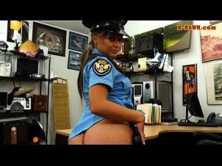 बड़े स्तन पुलिस अधिकारी उसे twat मोहरे रक्षक द्वारा किसी न किसी हो जाता है