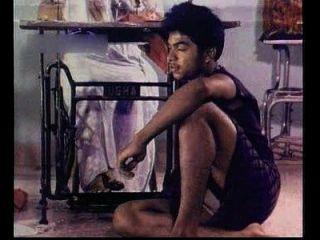मल्लु की युवा प्रेमिका रोमांस के दृश्यों और मिठाई चाची और लड़के