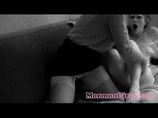 दो मॉर्मन लड़कियों को असहज सेक्स है