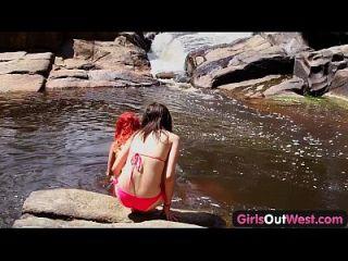 लड़कियों के बाहर पश्चिम ऑस्ट्रेलियाई समलैंगिक babes एक दूसरे को rimjob दे