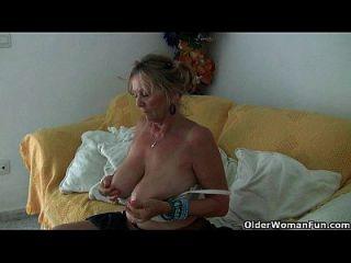 बड़े boobed नानी isabel को pantyhose में उतरना चाहिए