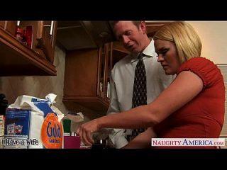 रसोई में क्रिस्टी पत्नी क्रिसी लिन स्लर्विंग सह