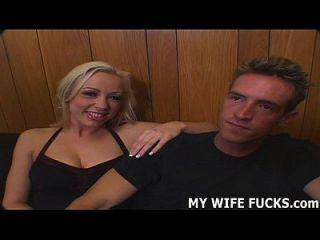 आपकी पत्नी को आपको डिक प्रदान करने की जरूरत है
