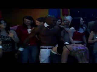rapper चोरी जाँघिया द्वारा एक फूहड़ रैप वीडियो की तरह नृत्य रखना